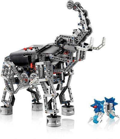 Слон, собранный из стартового и ресурсного наборов LEGO Mindstorms EV3