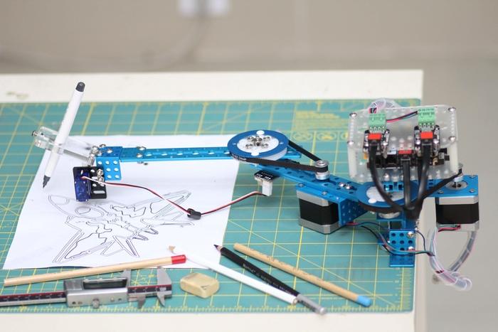 mScara - роботизированная рука-художник