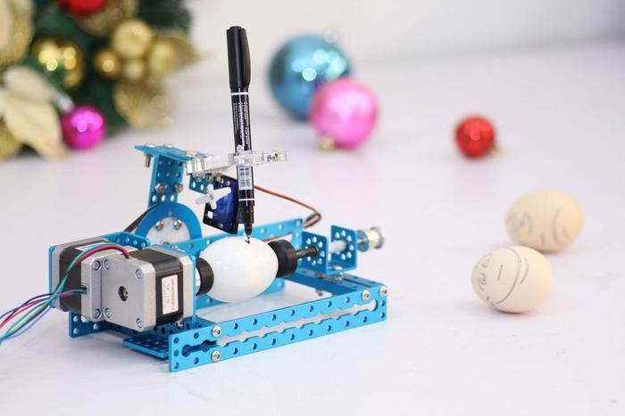 mEggBot – робот, рисующий на яйцах или шариках для пинг-понга